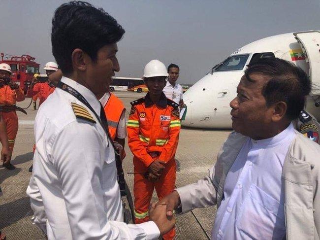 Хочу все знать #223.Самолет в Мьянме приземлился без переднего шасси Самолет, Посадка, Шасси, Везение, Мьянма, Видео