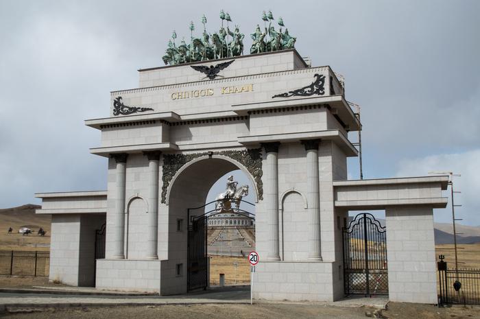 Что посмотреть в Монголии? Самая большая статуя Чингисхана в мире. Путешествия, Монголия, Отпуск, Отдых, Заграница, Впечатления, Длиннопост