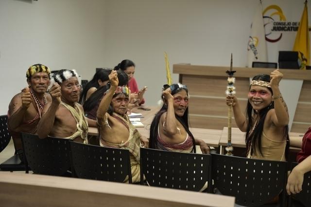 Племя Амазонки выиграло судебный процесс против передачи их земли нефтяным компаниям. Индейцы, Амазонка, Лес, Суд, Нефть