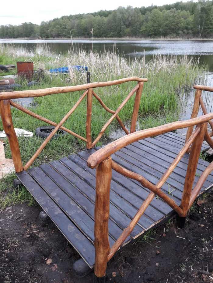 Муж сделал мостик перед домом