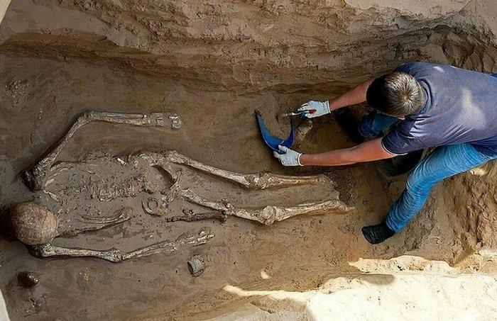 Астраханский фермер обнаружил на своем участке 2000-летнее захоронение с драгоценностями Археология, Находка, Длиннопост, Астрахань