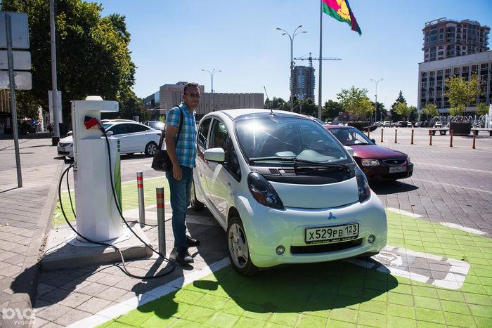 Ученые создают жидкие аккумуляторы для электромобилей, которые будут способны заряжать машину за несколько минут Аккумулятор, Электромобиль, Ученые
