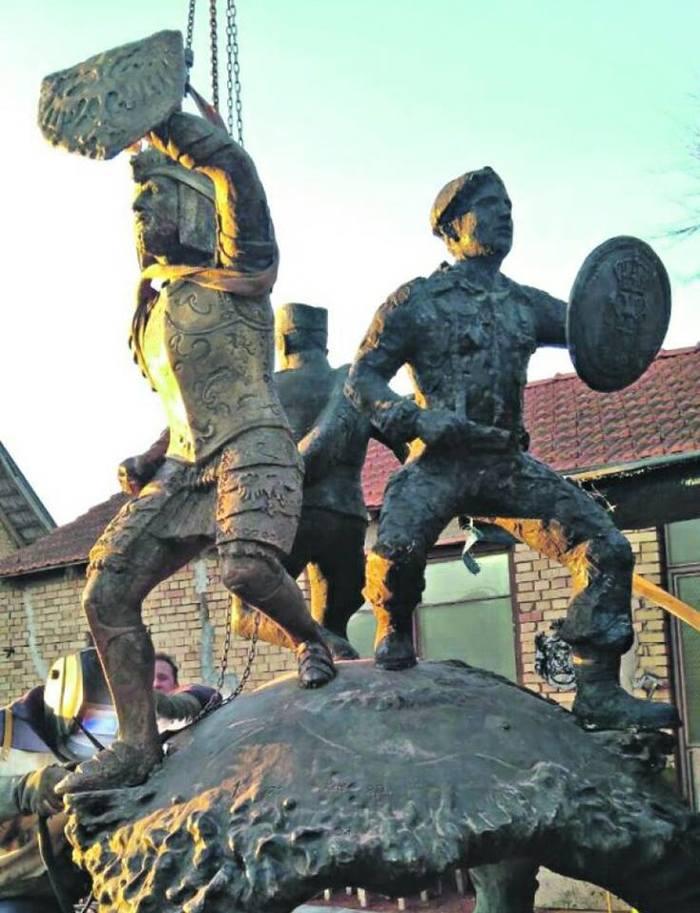 Памятник в честь героев битвы на Кошаре. Сербия, Памятник