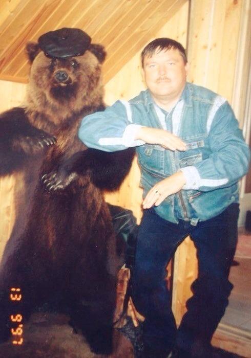 "Редкое фото: Михаил Круг с медведем исполняют танец ""Скибиди-па-па"" Скибиди па-па, Михаил Круг, Медведь"
