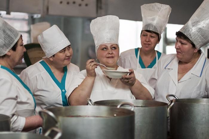 Это фото русских поварих похожа на картину времен Ренессанса Reddit, Ренессанс, Фотография, Столовая, Кухня, Повар