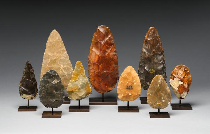 Рубила ашельской культуры, найденные на территории совр. Франции. Датировки: 700-200 тыс. лет назад