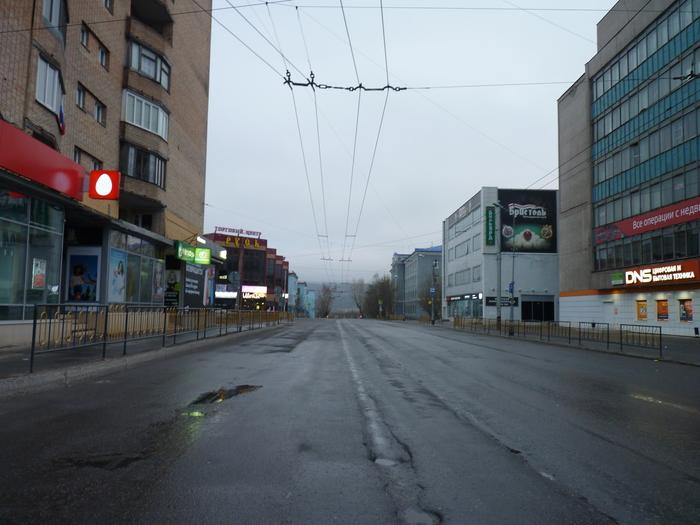 Я был один; я кричал, мне не отвечали; я был один в этом обширном, в запутанном, как лабиринт, доме. Город-Призрак, Мурманск, Север, Туризм, Длиннопост