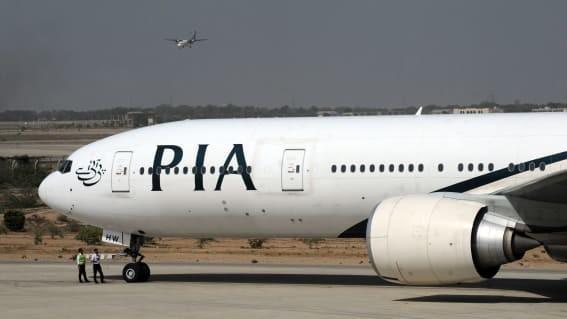 Хочу все знать #262.Пассажир открыл эвакуационный выход самолета, перепутав его с туалетом. Хочу все знать, Самолет, Пассажиры, Туалет, Выход, Идиотизм