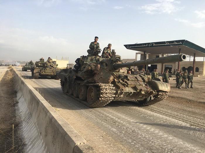 """Т-55 с """"реактивной броней"""" выдержал прямое попадание ПТУР в Сирии. Сирия, Война в сирии, Танки, Советские танки, Броня, Политика, Повстанцы, ИГИЛ"""