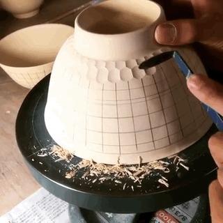 Удивительная работа с керамикой.
