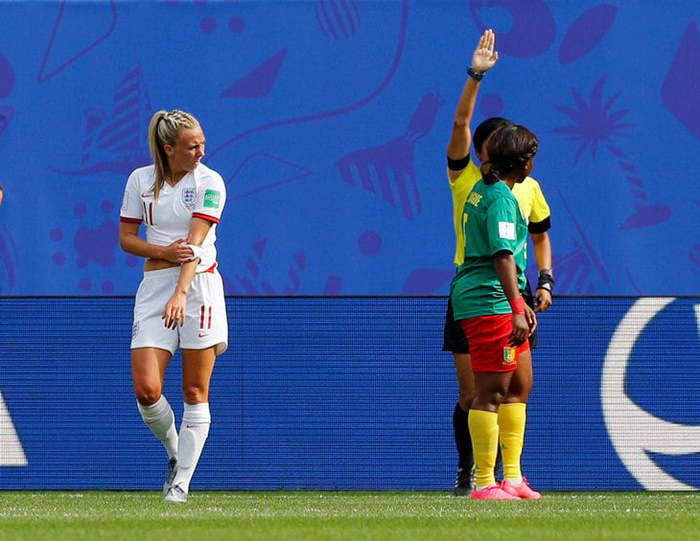 Расизм. Или нет? Футбол, Женский футбол, Расизм, Плевок
