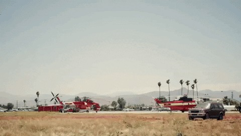 Калифорнийская лесная и противопожарная охрана демонстрирует силу танкера S-2, сбрасывающего 4173 кгогнезащитного состава. Лес, Охрана, Танкер, Гифка