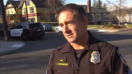 Жесткое нападение на полицейского во время интервью