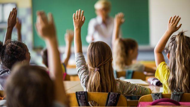 """Родители подали иск на школу в Онтарио после того, как их шестилетней дочери сказали, что """"девочек не существует и мальчиков не существует"""" Новости, Гендер, Дискриминация, Канада, Перевод, Длиннопост, Родители и дети, Школа"""