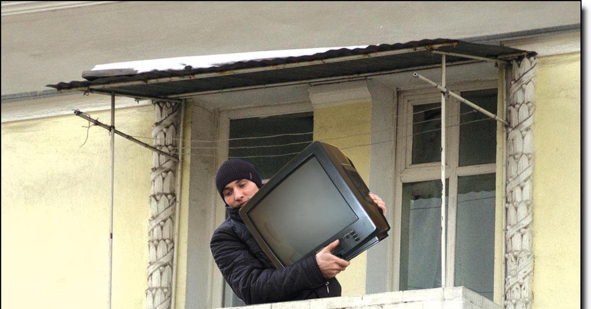 телевизор из окна картинка тому