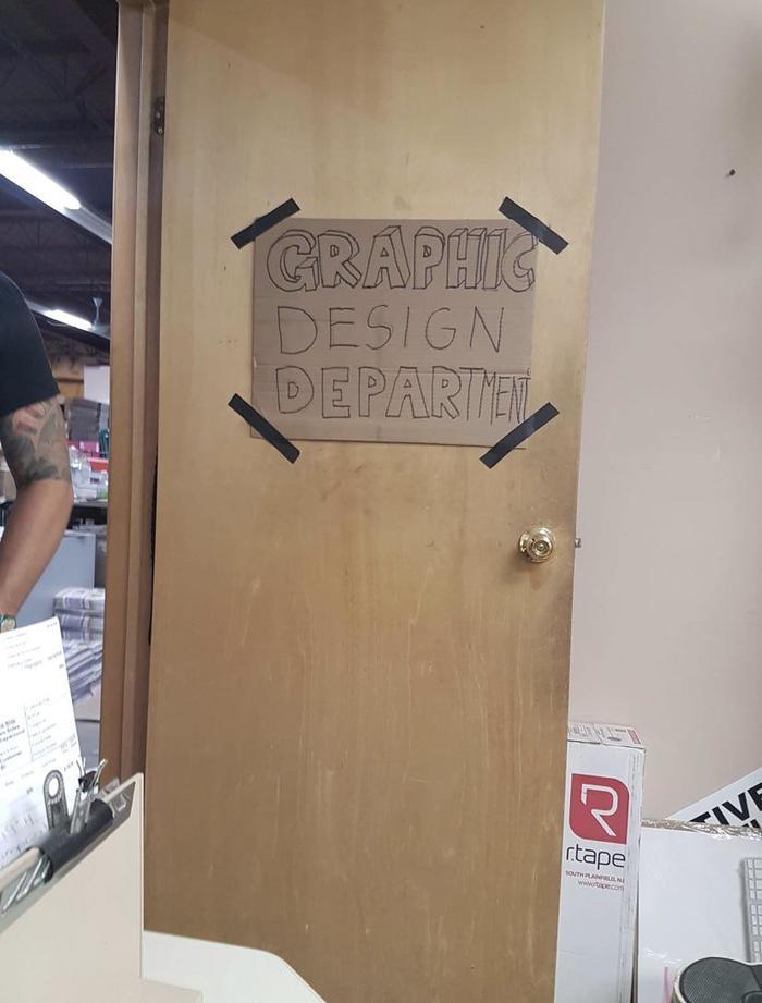 Табличка на двери отдела графического дизайна