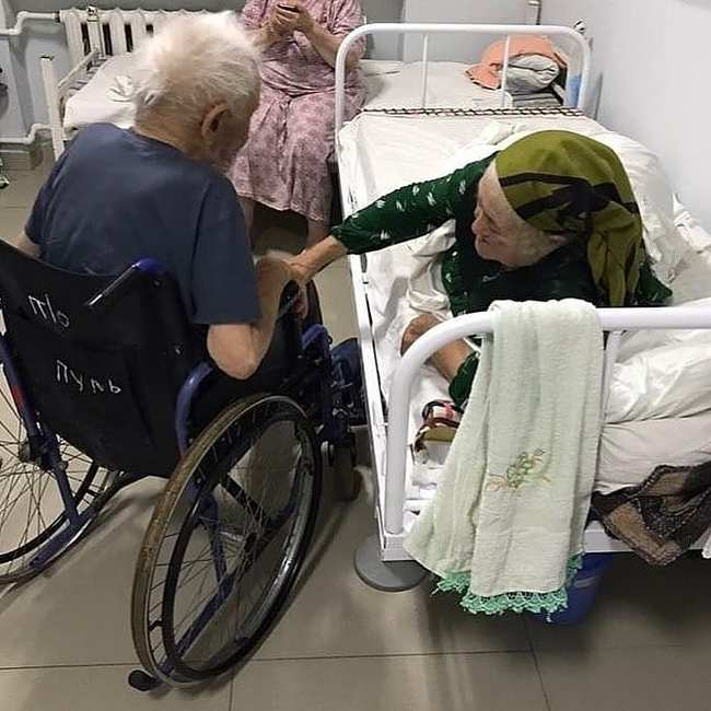 93-летний супруг пришёл навестить свою 83-летнюю супругу. Оба поступили с коронавирусной инфекцией