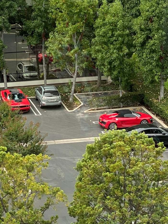 Выделенное место для парковки мотоциклов
