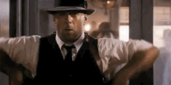 Киноляпы. Правда ли, что человека можно выбить из тапочек одним выстрелом? Фильмы, Оружие, Огнестрельное оружие, Физика, Киноляп, Вопрос, Ликбез, Голливуд, Гифка, Длиннопост