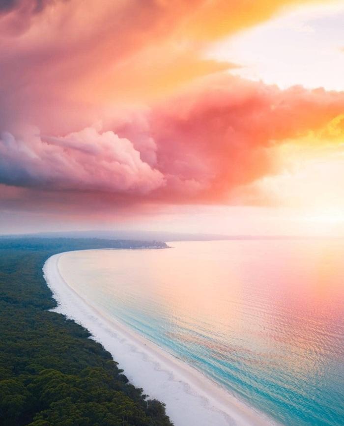 Облака похожи на картину, написанную маслом