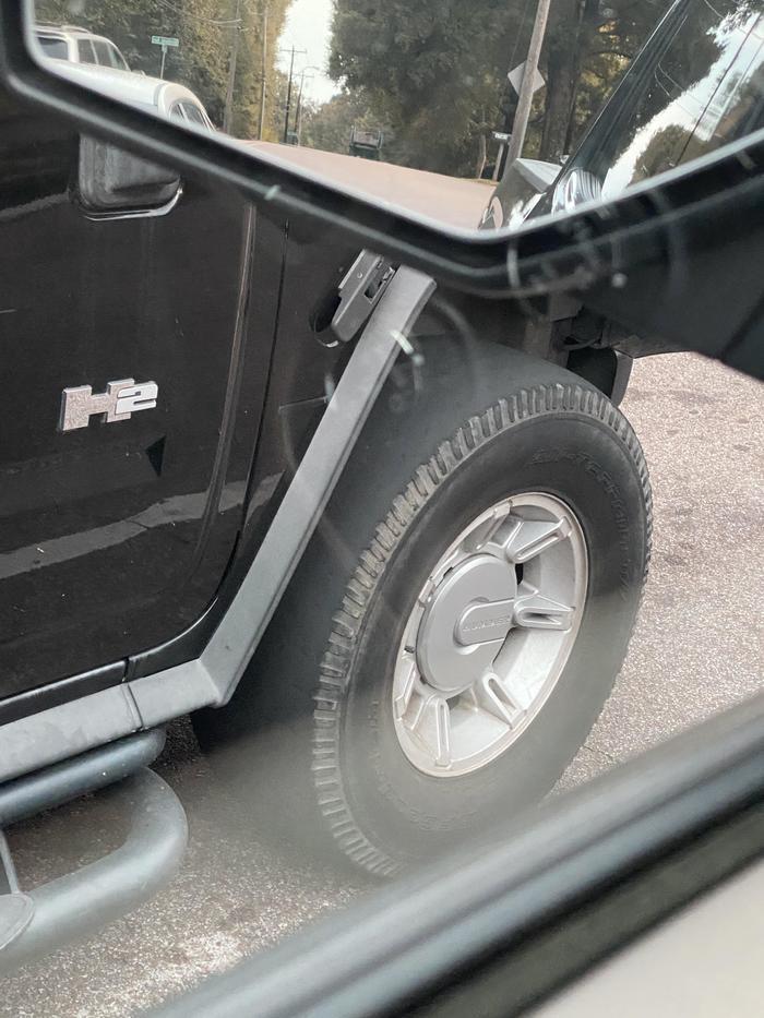 А вы знали, что гоночные шины для заездов по трассам Формулы 1 есть и для внедорожников Hummer H2?