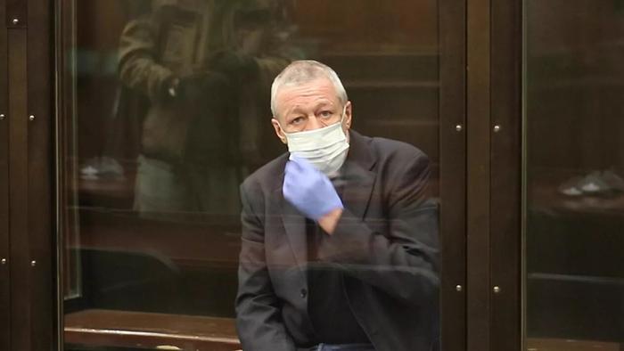 Суд смягчил приговор Ефремову