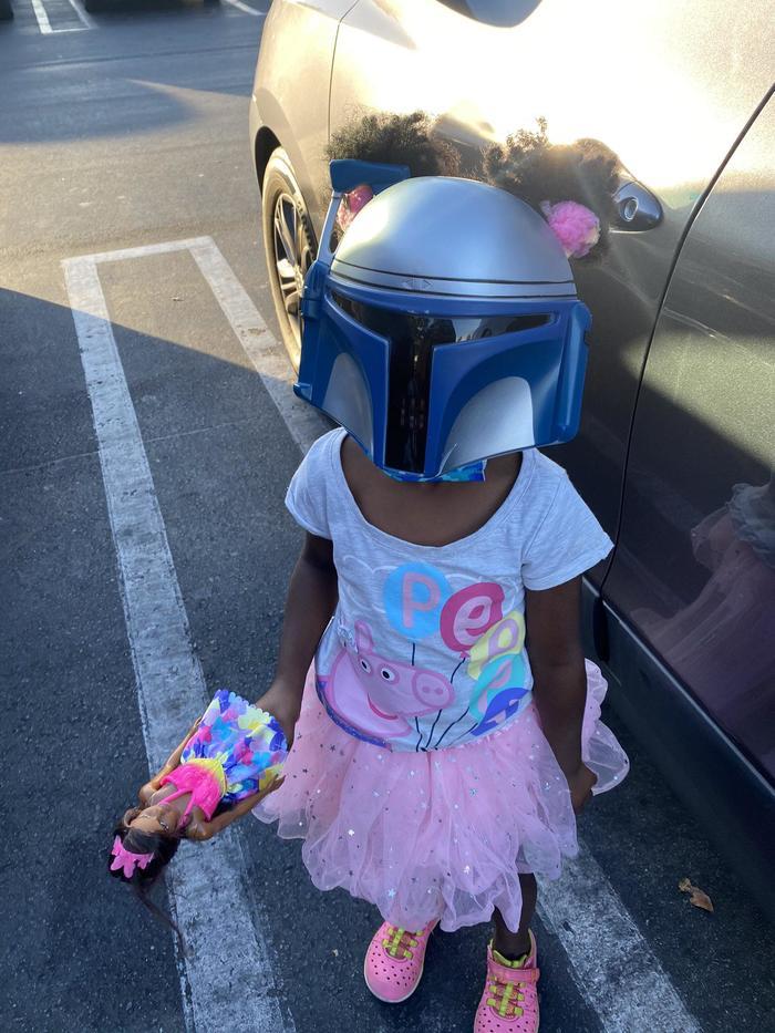 """""""Я сказала дочке надеть маску, чтобы мы могли поехать в магазин. Она решила выбрать именно эту маску"""""""