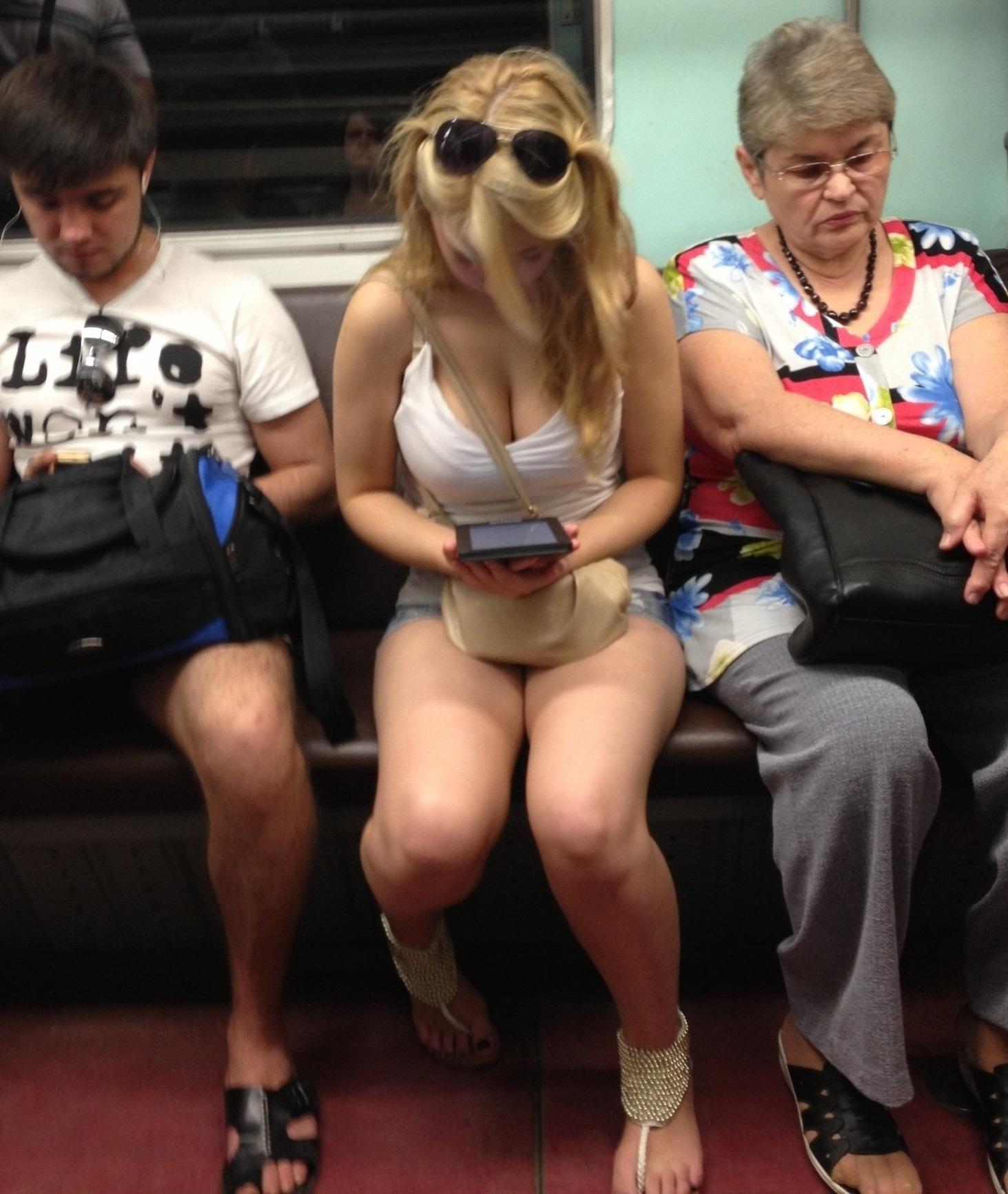 Фото красивые девушки в метро