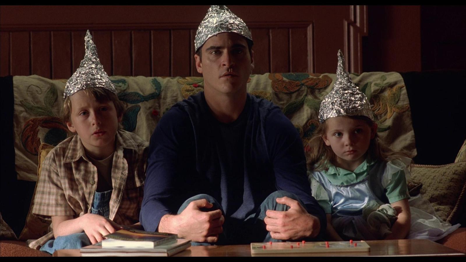 шапочка с фольги, семья, параноя