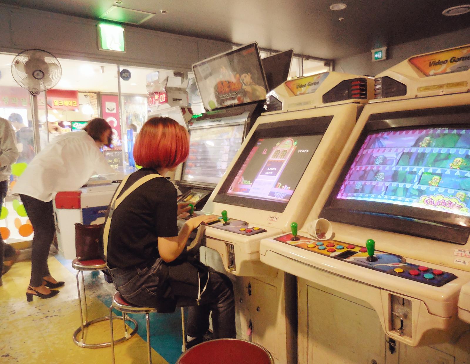 Девяностые игровые автоматы порно у игровых автоматов