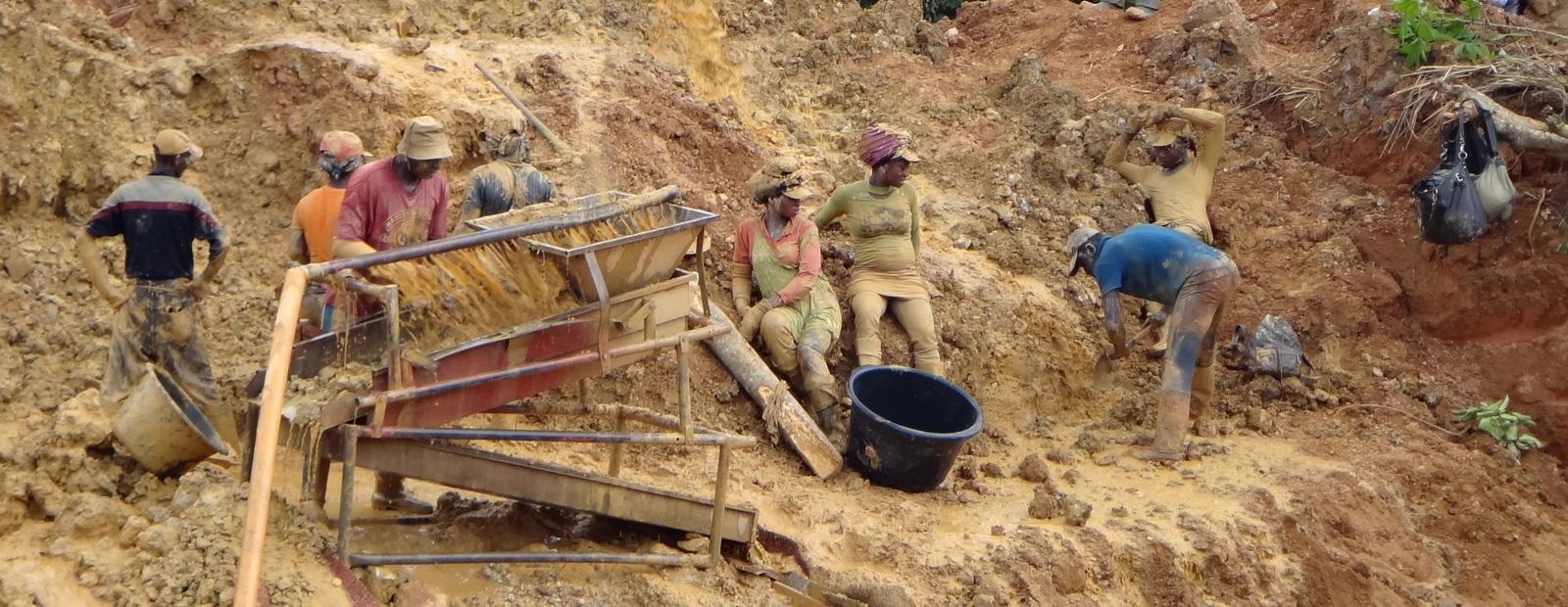 Как добывают золото в Африке золото, золота, карьере, часть, людей, затем, будет, женщин, который, сделано, крови, малярии, предполагаю, оттуда, выглядит, карьера, африканец, левом, немало, всего