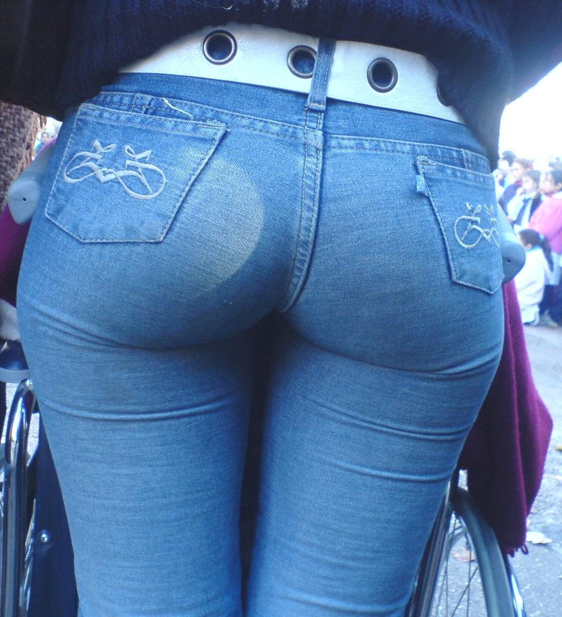 Для попки студенток в джинсах два члена