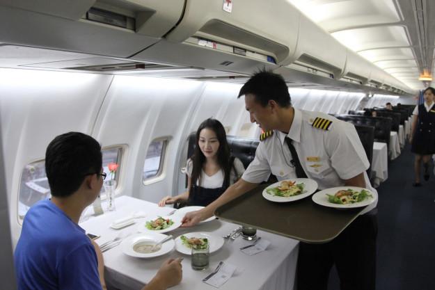 Картинки по запросу в самолете как в ресторане
