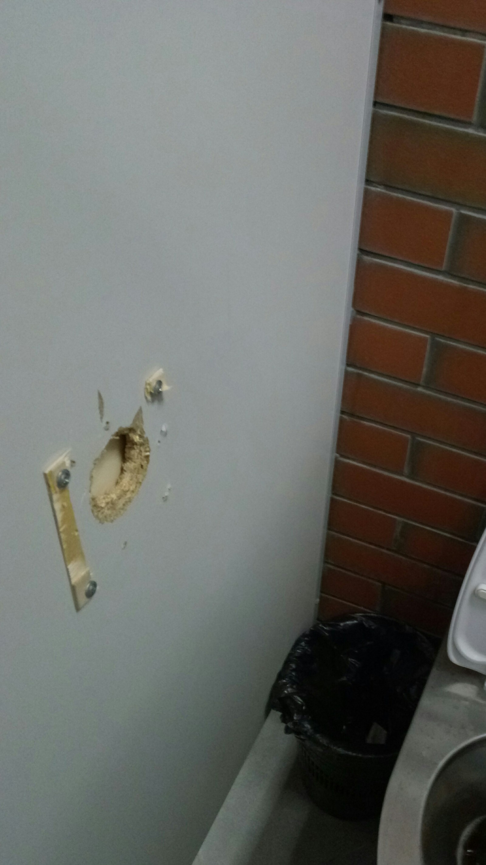 В туалете дырка фото — img 9