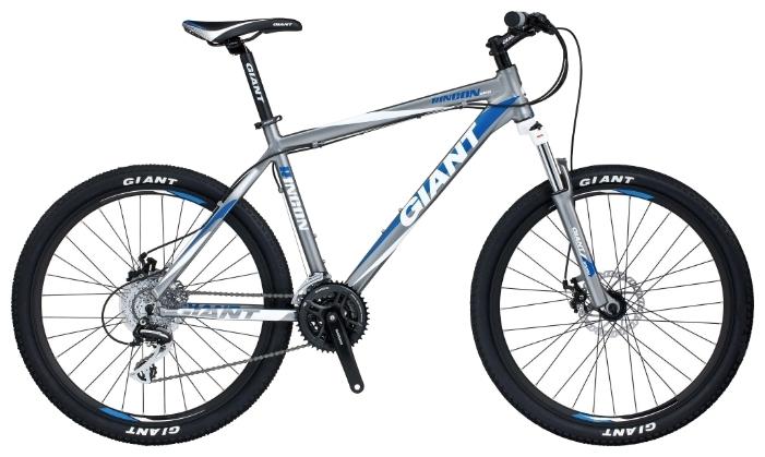 Секс на велосипеде с резиновым членом