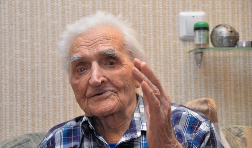 Дед с мелким хуем