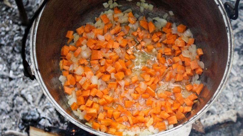 фасоль с сырыми колбасками