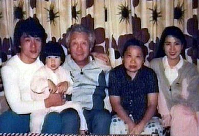 Джеки чан фото семьи стрижки дженнифер энистон боб