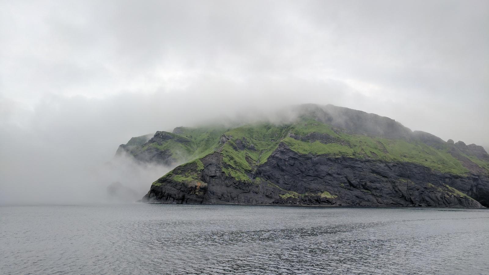 Остров Шикотан, вход в Малокурильскую бухту.