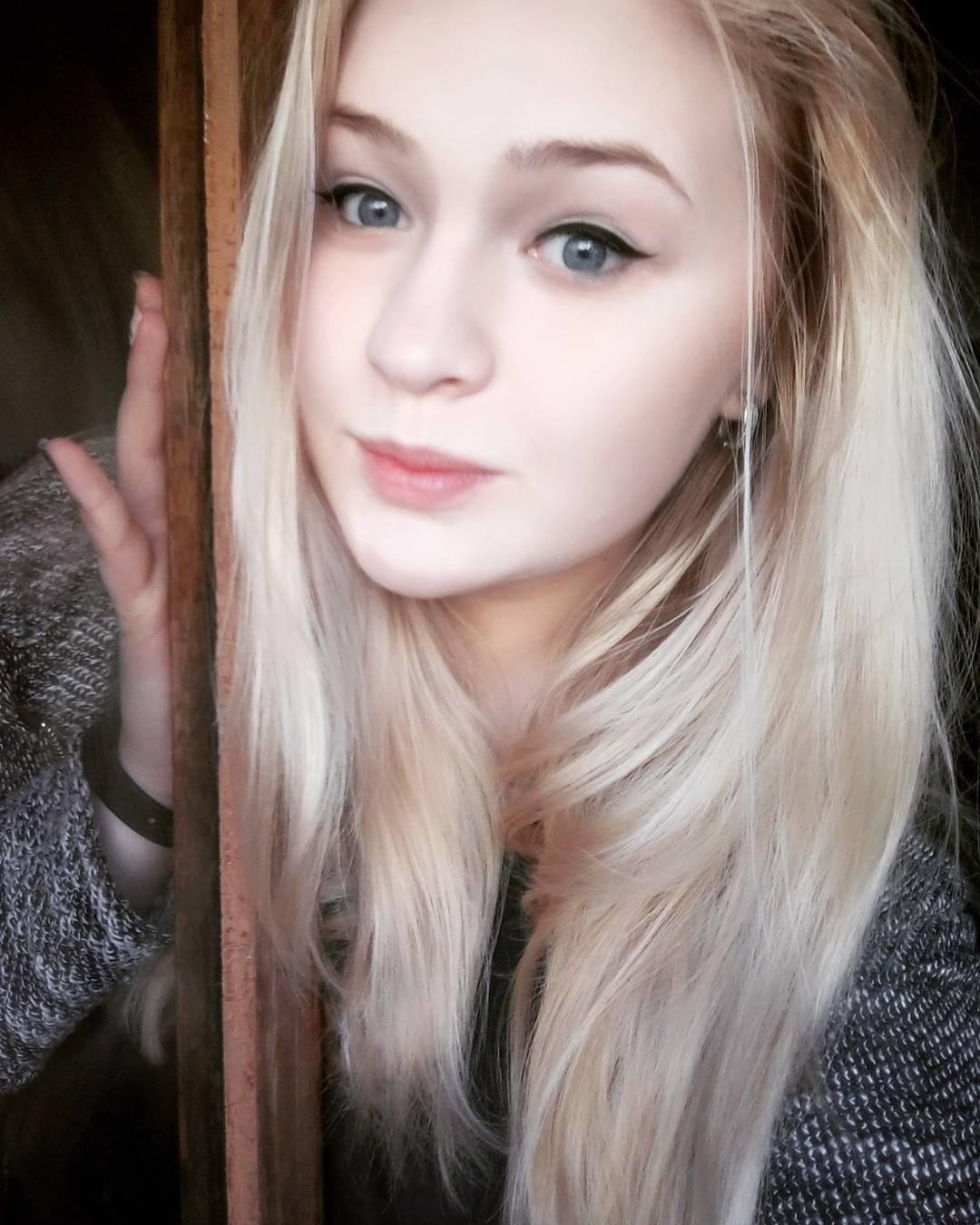 Blue eye woman huge twat xxx