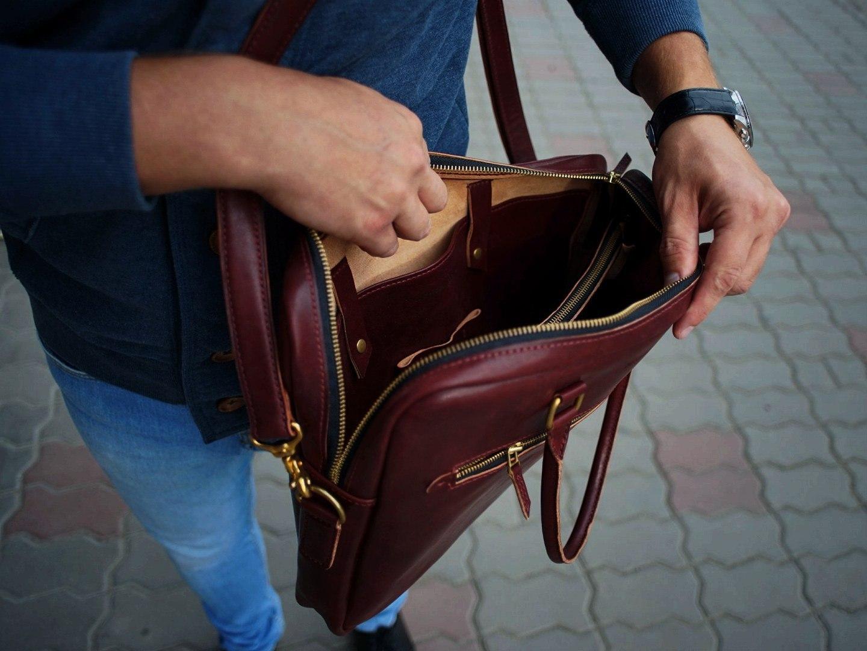 81577128f45a Молния YKK, Япония • Фурнитура - литая латунь. С годами будет покрываться  винтажной патиной также как и кожа. • Полностью сшит вручную в две иглы
