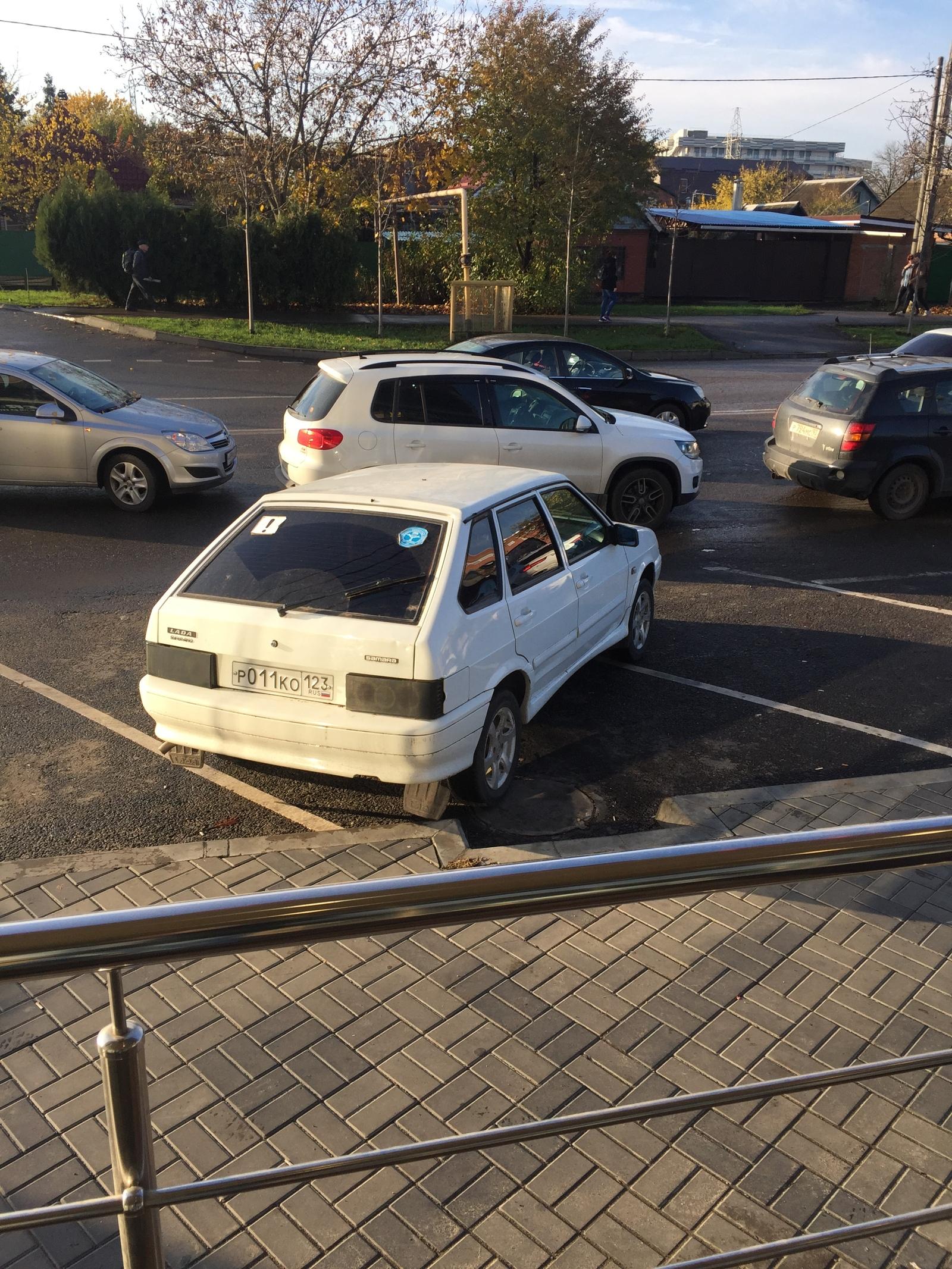 Парковка авто на верфи