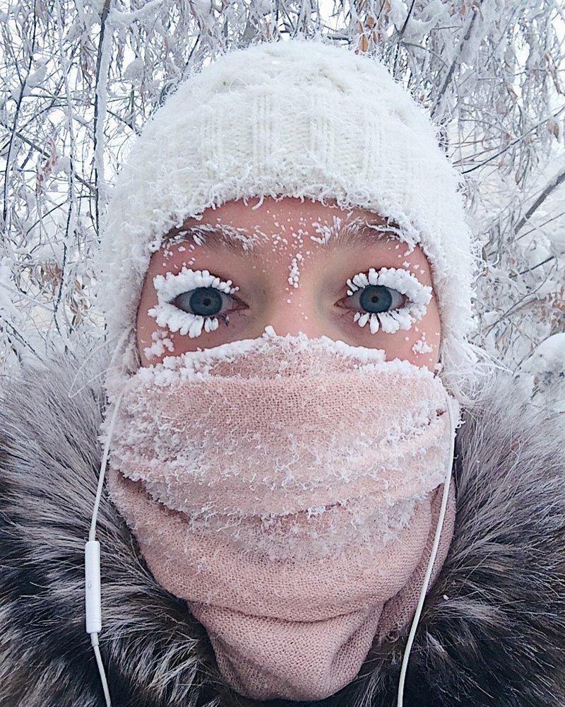 Девушка из Якутии показала, что происходит с ресницами при минус 47 | Пикабу
