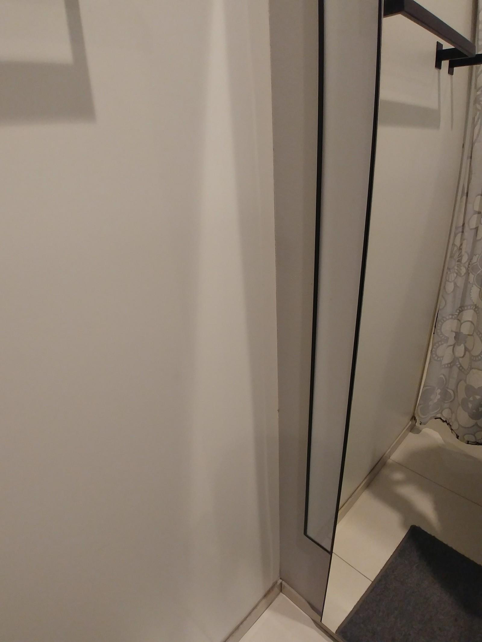 Скрытая камера в туалете возле дороги, изображение секса изнутри