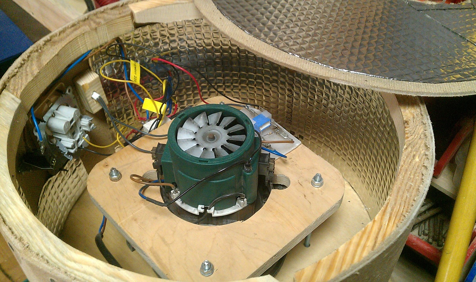 Homemade vacuum cleaner for the carpentry workshop to, vacuum cleaner, done, made, do, vacuum cleaner, only, hose, floor, mounted, filter, community, repeat, option, my, liters, barrel, decided, therefore, just