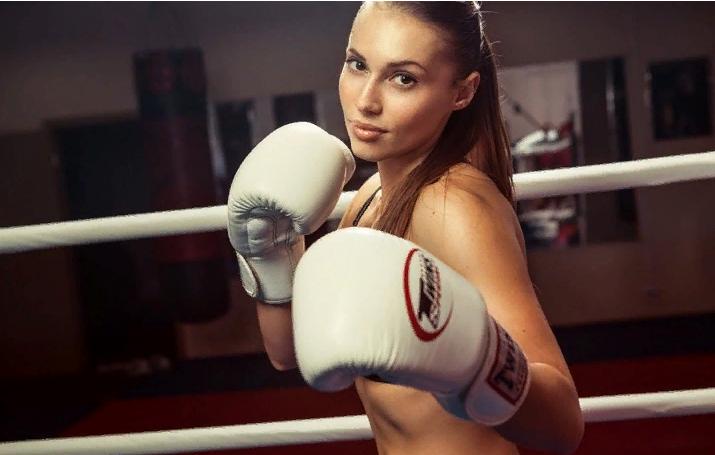 фото девушка боксёр