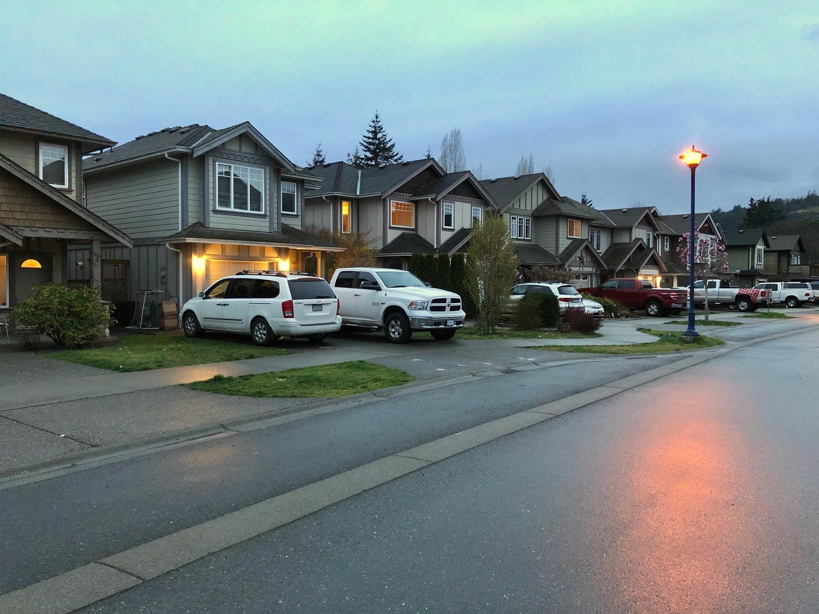 Обои фонари, ночь, дождь, экипаж, люди, улица, дома. Разное foto 9