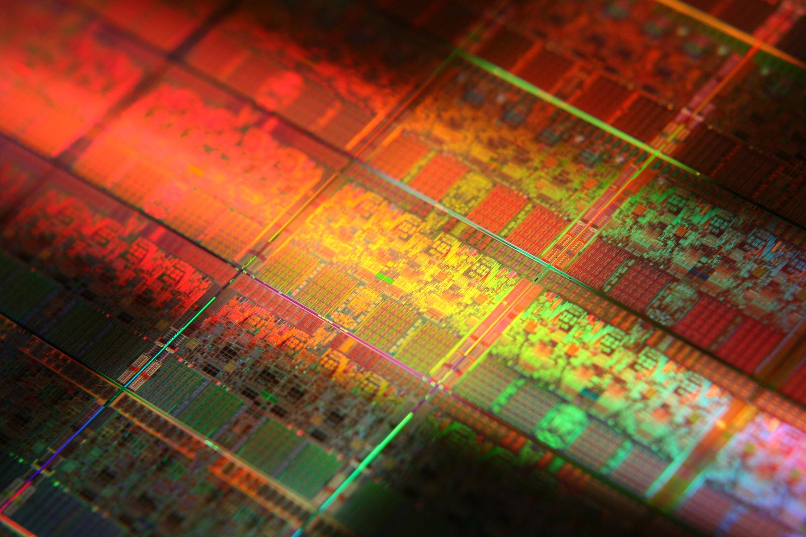 Новая технология нанесения транзисторов - распыление полупроводникового материала, подобно краске, из пульверизатора.